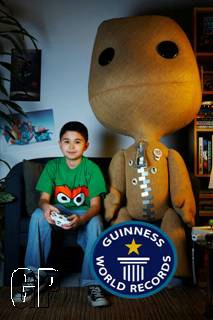 Youngest Professional Gamer Lil Poison to Take on Gaming Editors and Guinness World Record